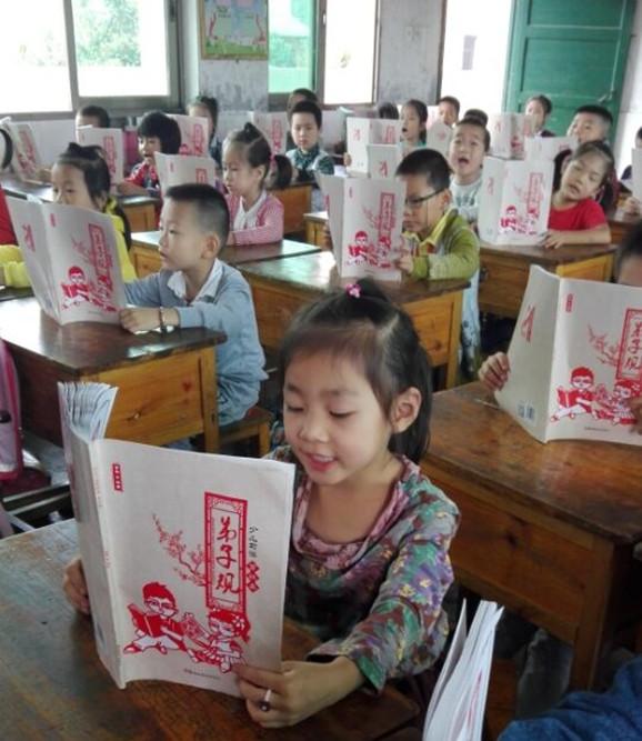 500小学生剪出我国首本剪纸版《弟子规》